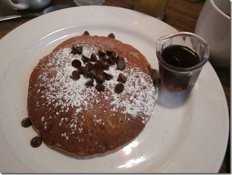 mimi's banana chocolate chip pancakes