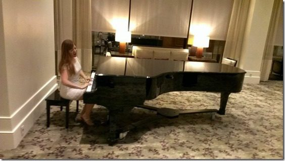 playing the piano all fancy like (800x450)