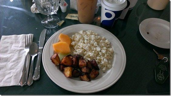 breakfast at higgins inn (800x450)