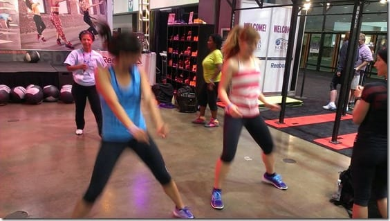 dancing with fitnessista bloggers (800x450)