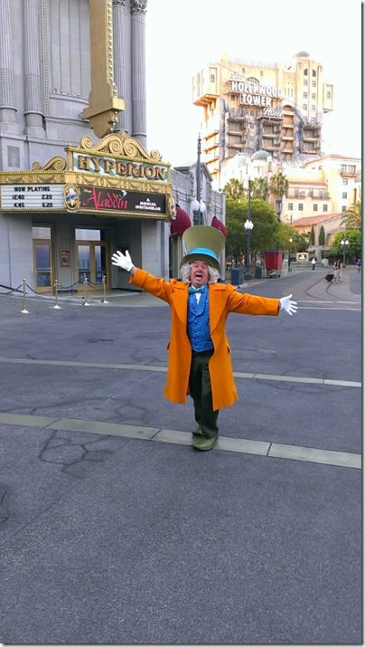 mad hatter at disneyland half marathon 450x800 thumb Disneyland Half Marathon Tweet Up Meet Up