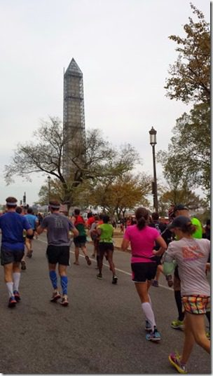 running to the washington monument 287x510 thumb Marine Corps Marathon Results and Recap