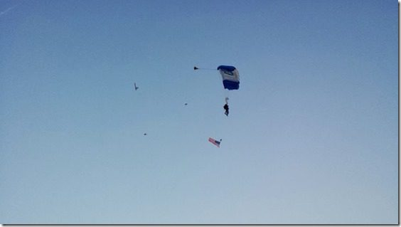 sky divers at start (800x450)