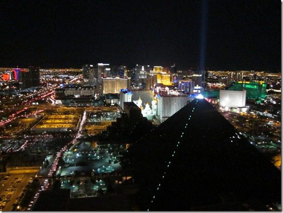 las vegas marathon at night