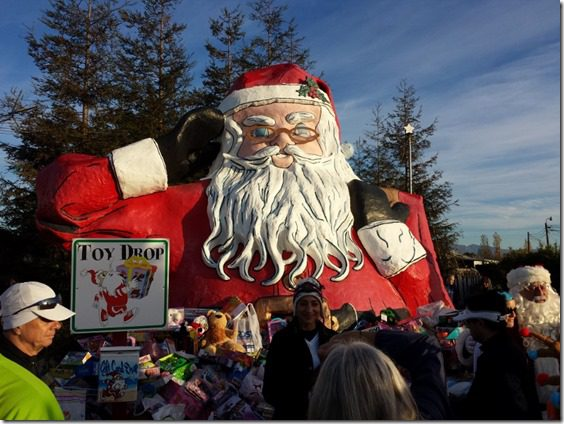 santa to the sea half marathon toy drop big santa clause (800x600)