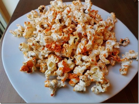 SAM 1268 800x600 thumb Sriracha Popcorn Recipe