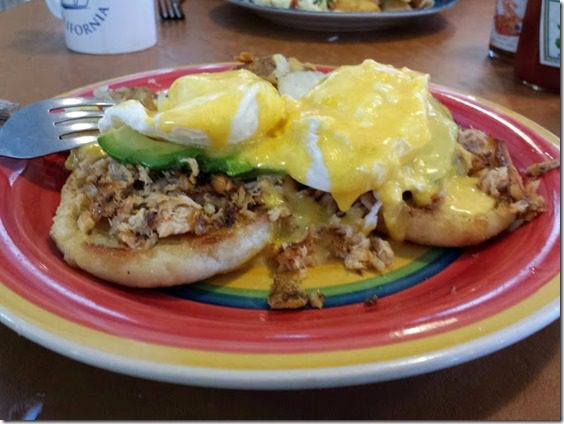 crab eggs benedict coffee pot restaurant morro bay (669x502)