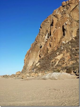 morro bay rock up close travel blog 376x502 thumb Morning Walk and Breakfast in Morro Bay