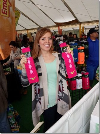 pro compression socks at surf city marathon expo booth (600x800)