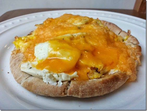 breakfast pita pizza (669x502)