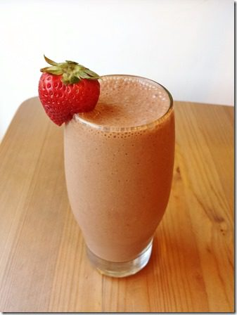 chocolate covered strawberry protein smoothie 600x800 thumb Why I Eat Romaine Instead of Spinach