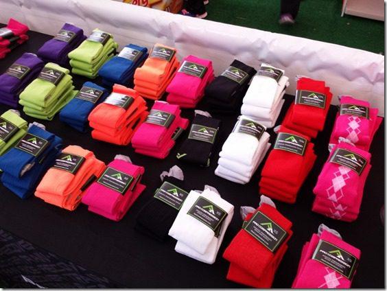 pro compression socks at surf city marathon expo (800x600)