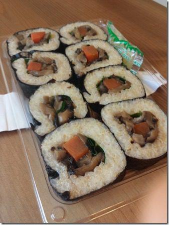 vegan sushi rolls trader joes (600x800)