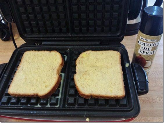 making french toast waffle maker (800x600)