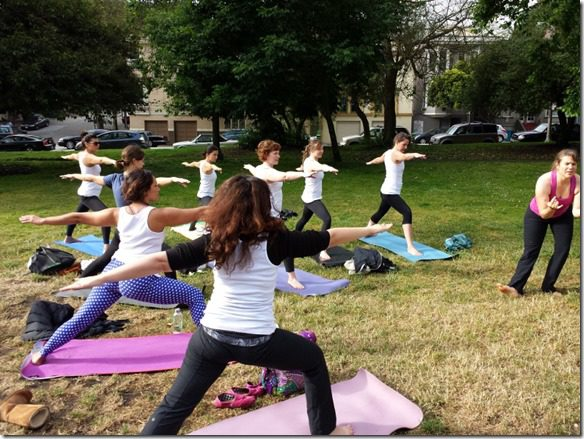 yoga in the park (800x600)