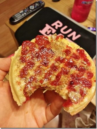 eating ab waffle and jelly before run (600x800)