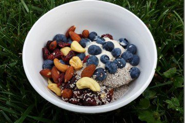 yogurt-and-nuts-breakfast-800x600_thumb.jpg