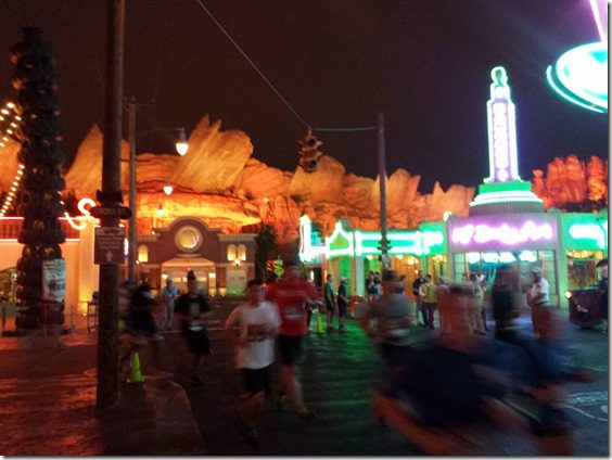 disneyland 10k race review cars land (800x600)