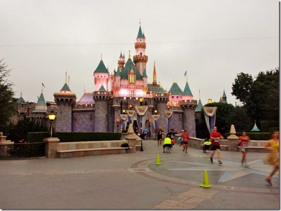 disneyland 10k race course castle (800x600)