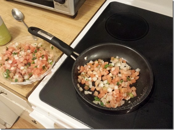 pico de gallo in eggs (800x600)