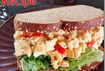 sriracha-egg-salad-recipe-blog-healthy-easy_thumb.jpg