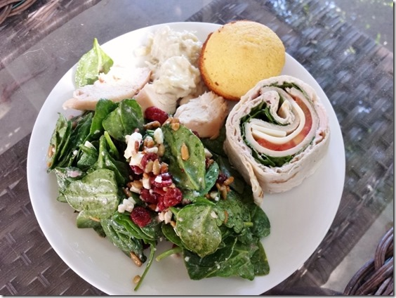 spinach salad and corn muffins (800x600)