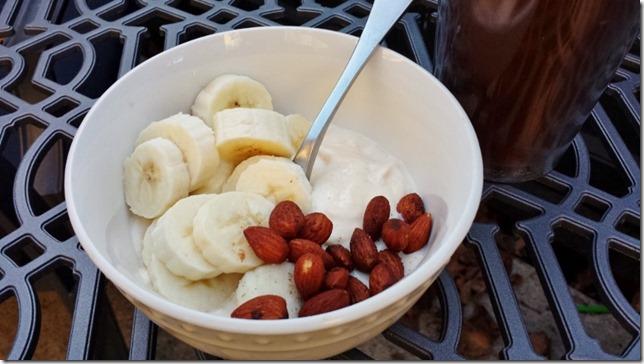 pumpkin spice almonds on yogurt (800x450)