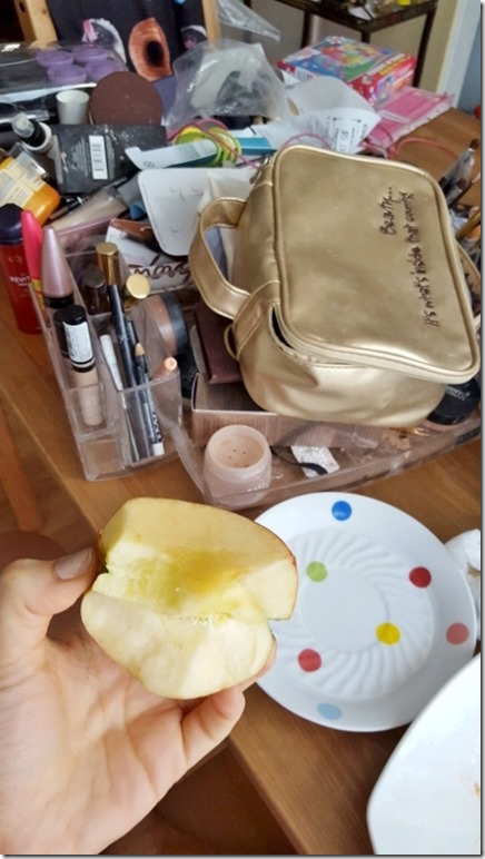 updating my makeup case (450x800)