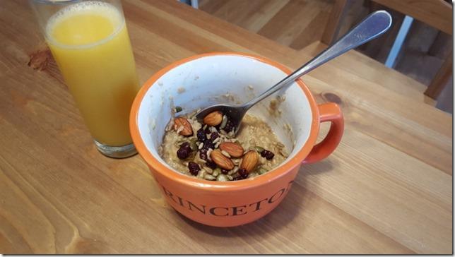 oatmeal and trail mix (800x450)