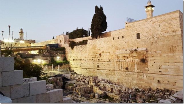 eating after the jerusalem marathon 4 (800x450)