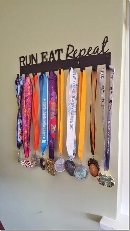 sport hooks run medal hanger (450x800)