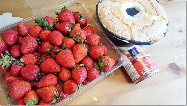 strawberries and cream cake recipe (800x450)