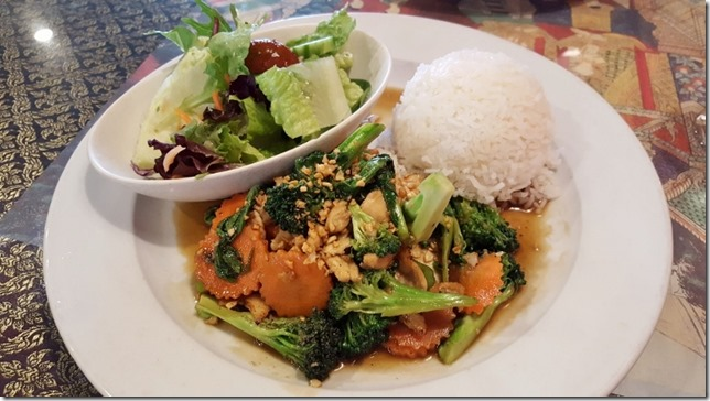 thai food lunch blog (800x450)