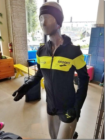 brooks running des linden jacket (436x582)
